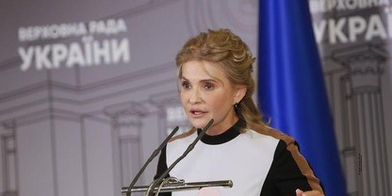 Высокие каблуки и строгий наряд: Тимошенко появилась в Раде в новом образе, фото