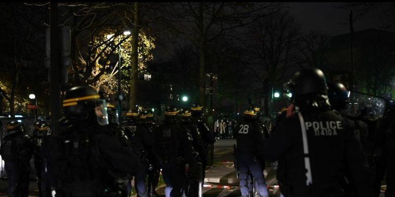 У Парижі акцію проти поліції розігнали водометами
