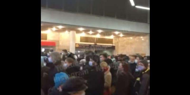 У київській підземці новий колапс: на «Лук'янівській» величезний натовп через ремонт