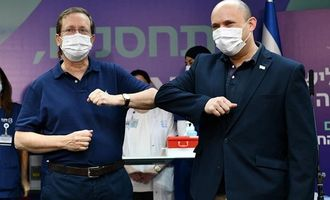 Президент Израиля получил третью дозу вакцины от COVID-19