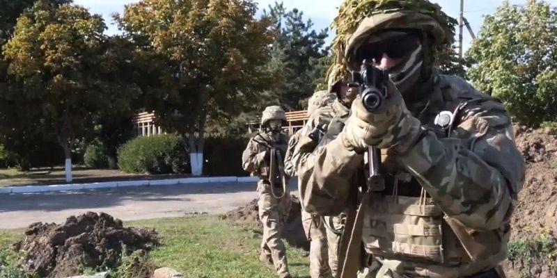 У ЗСУ показали, як військові тренуються знешкоджувати диверсантів на кордоні з окупованим Кримом
