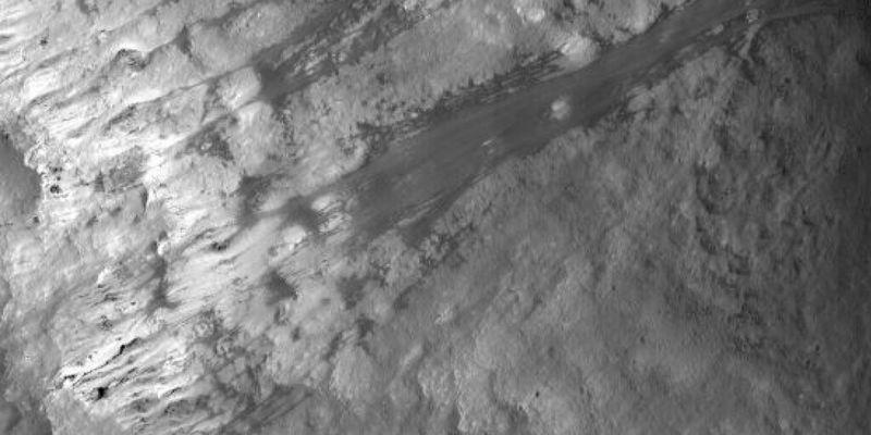Ученые выяснили, что на Луне регулярно происходят оползни