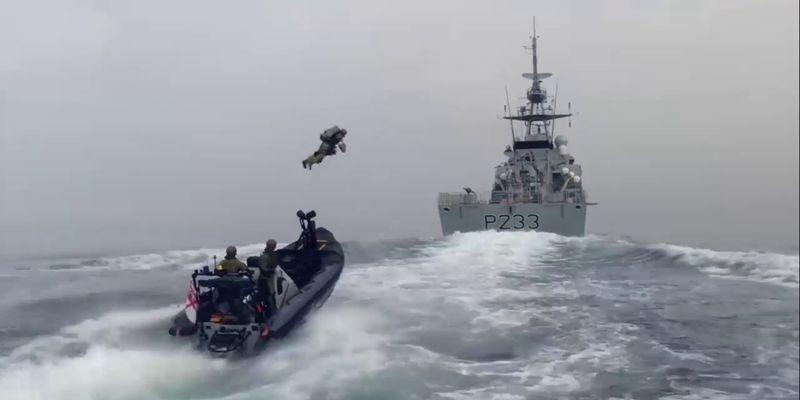 Как в Call of Duty: британские морпехи поразили сеть высадкой с ракетным ранцем