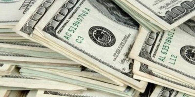 НБУ в прошлом году купил валюты больше, чем продал