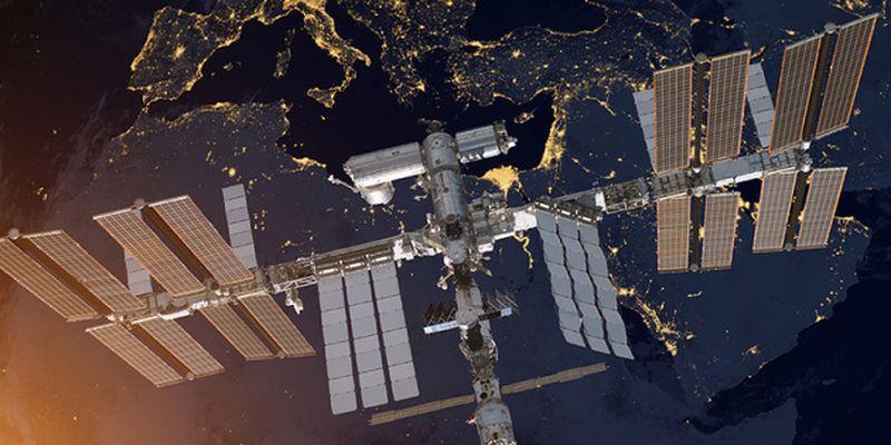 МКС увернулась от космического мусора, внепланово скорректировав орбиту