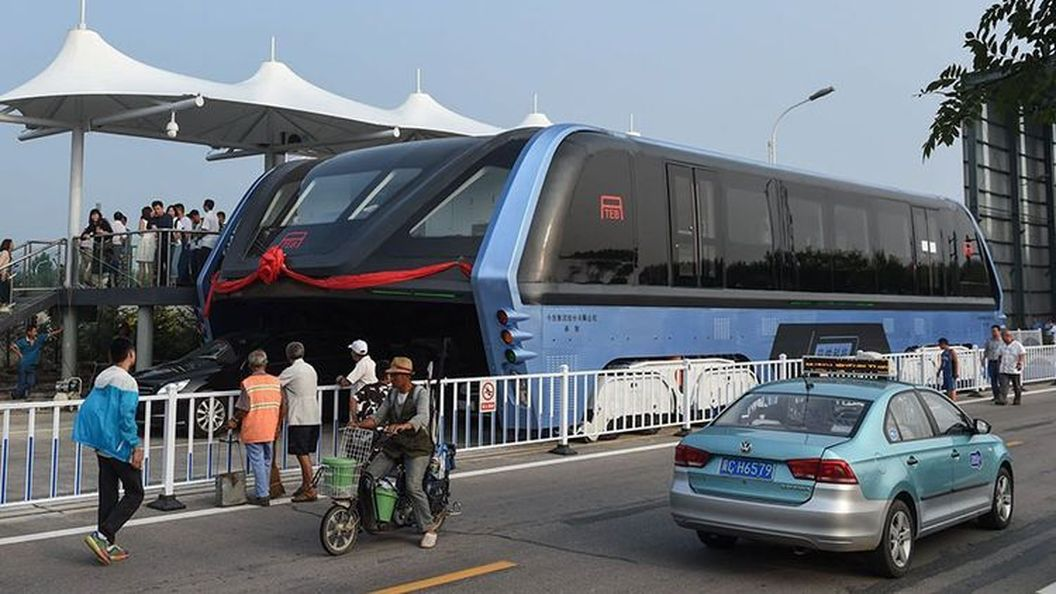 Удивительный автобус, которому не страшны никакие пробки