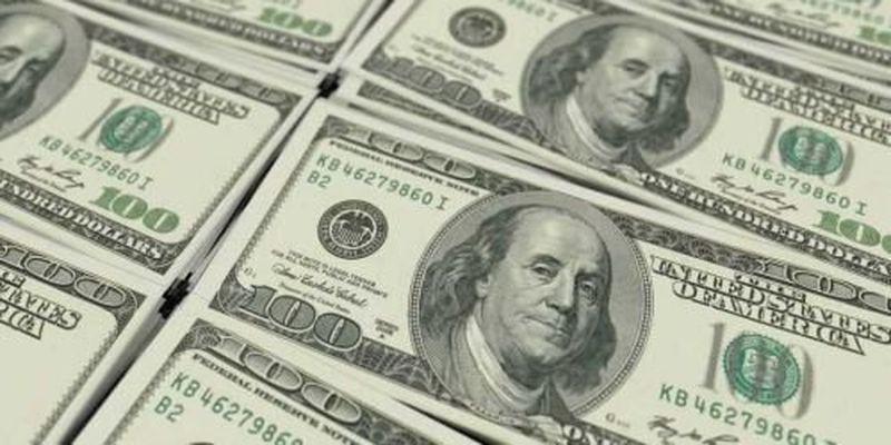 В НБУ волнуются — заробитчане стали меньше пересылать валюты в Украину