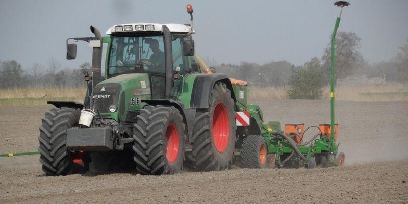 На Полтавщині наближається до завершення посів соняшника