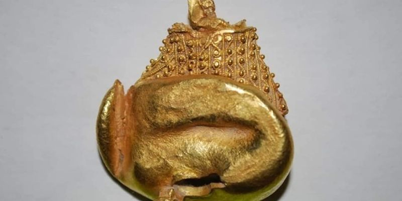 На Закарпатье археологи показали самую большую золотую находку - нашейный дакийский торквес