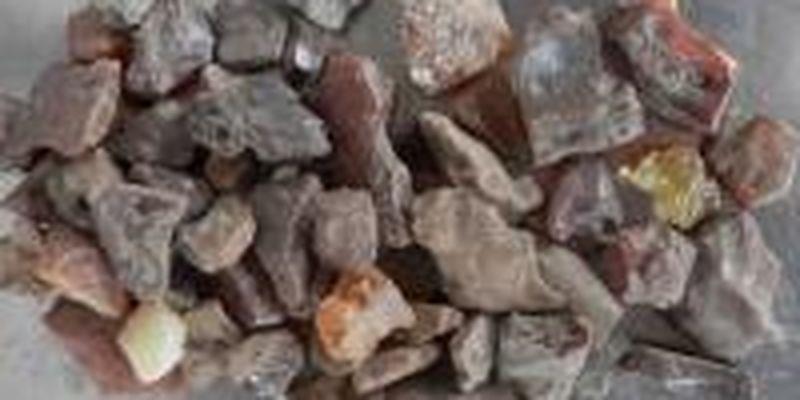 Незаконного добывали янтарь и сопротивлялись полиции: трем мужчинам сообщили о подозрении