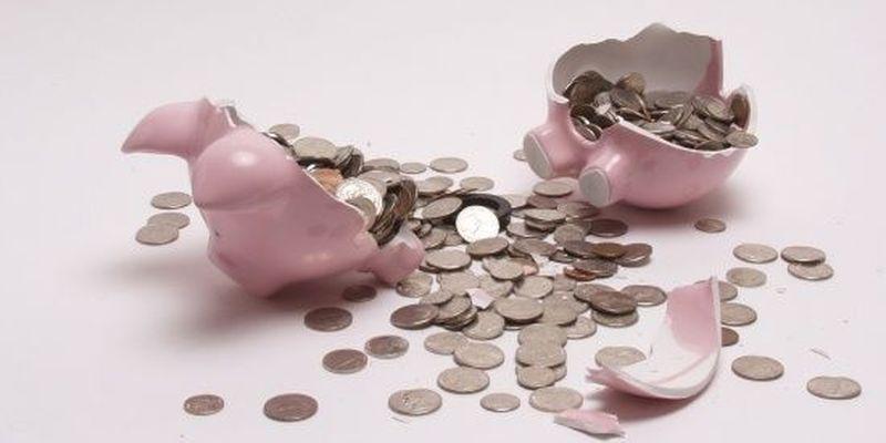 Високі ціни і падіння доходів: у Росії перейшли у режим поїдання заощаджень