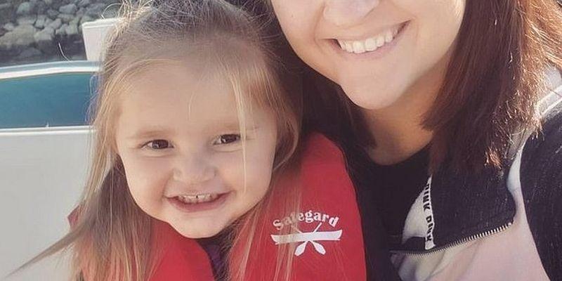 Двухлетняя девочка умудрилась разослать откровенные снимки матери ее коллегам