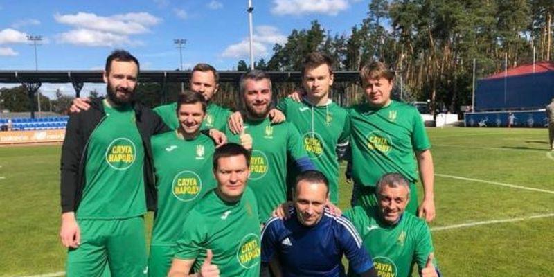 """Запекла боротьба, травми та розгром """"ОПзЖ"""": як народні депутати зіграли в благодійний футбол"""