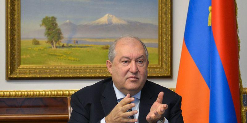 Президента Армении заразился новым штаммом коронавируса