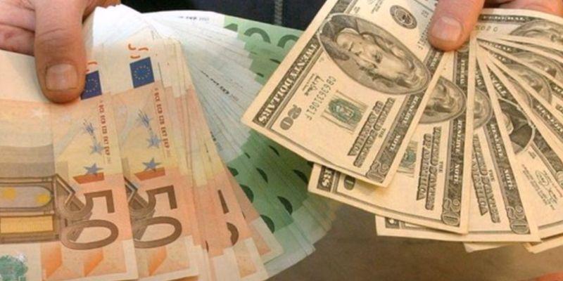 Гривня близька до краху, долар і євро знову злетіли в ціні: курс валют на 8 квітня