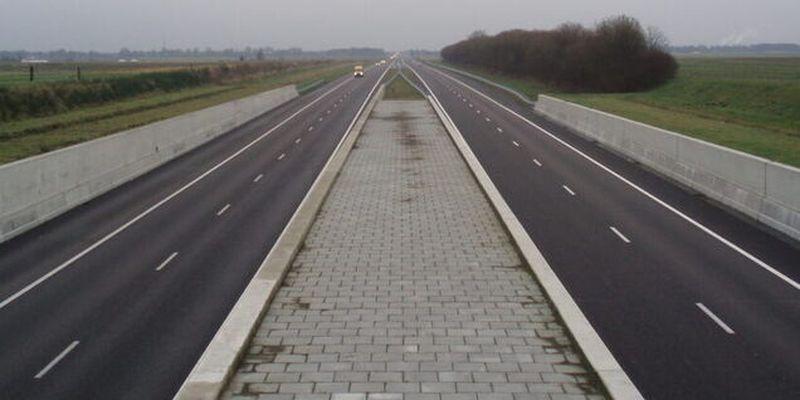В Европе вдоль дорог будут строить многокилометровые барьеры из солнечных панелей