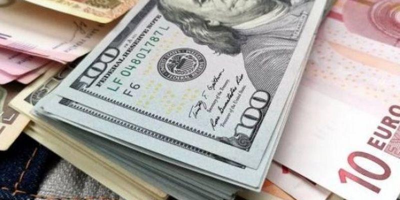 Курсы валют на 9 апреля: гривна приблизилась к психологическому рубежу